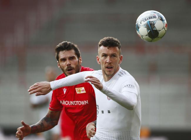 Face masks worn for Bundesliga football comeback