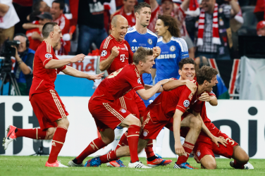 bayern munich players celebrating against chelsea